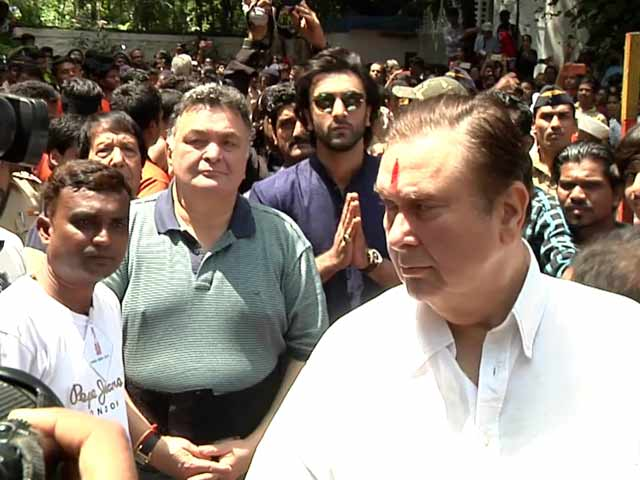 Watch: Kapoor Family At RK Studio's Ganesh Visarjan