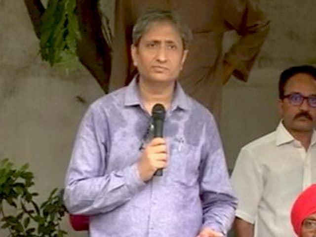 Video : एक भय का माहौल तैयार किया जा रहा है, उसी का शिकार गौरी लंकेश हुई हैं:  रवीश कुमार