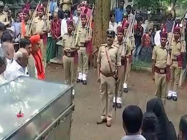 Videos : Good Evening इंडिया: राजकीय सम्मान के साथ पत्रकार गौरी लंकेश को दी गई अंतिम विदाई