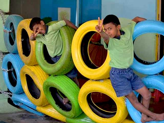 Video : Playgrounds For Children From Scrap Tyres
