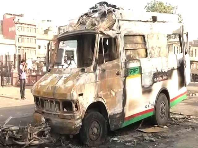 Video : 1 Dead In Violent Clashes In Jaipur, Curfew In Parts Of City