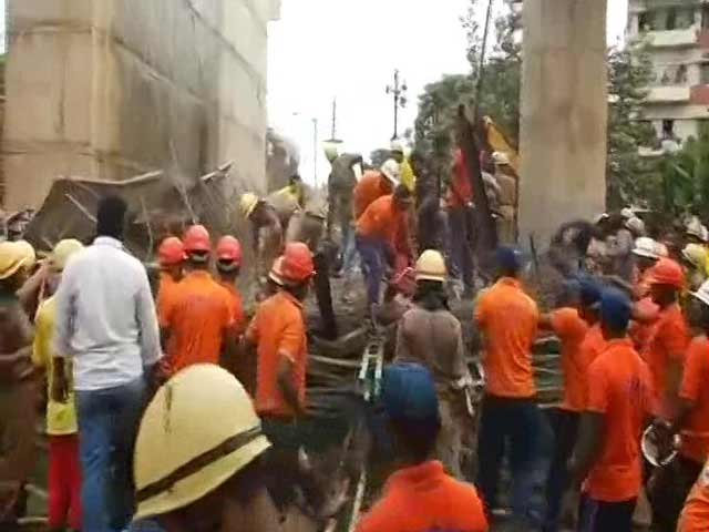 Video : Under-Construction Flyover Collapses In Bhubaneswar's Bomikhal Area, 1 Dead, 20 Injured