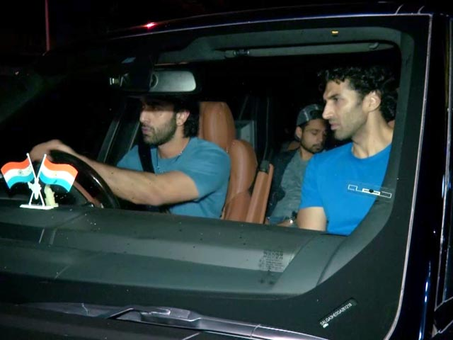 Video : Ranbir Kapoor & Aditya Roy Kapur's Night Out In Mumbai