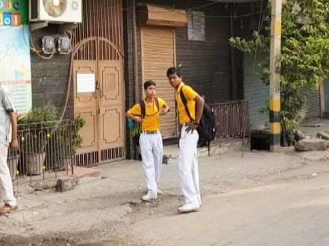 Video : इंडिया 8 बजे: स्कूलों में कितने सुरक्षित हैं बच्चे?
