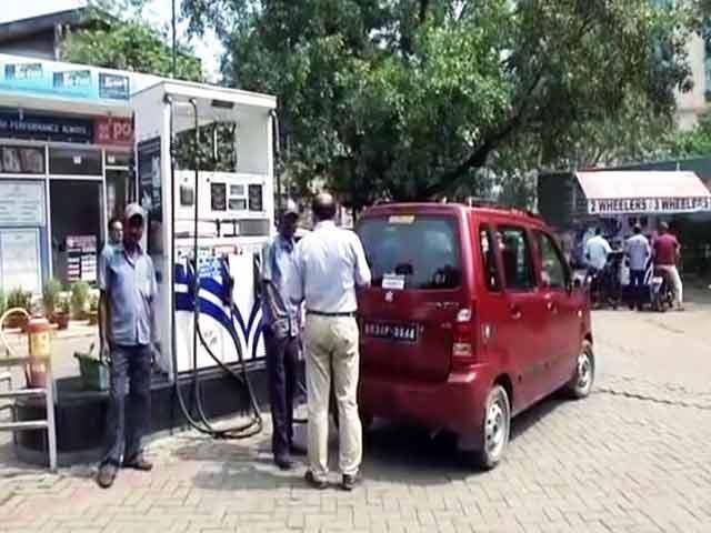 Video : कच्चे तेल की कीमतें घटीं, लेकिन देश में पेट्रोल के भाव 3 साल के ऊंचे स्तर पर
