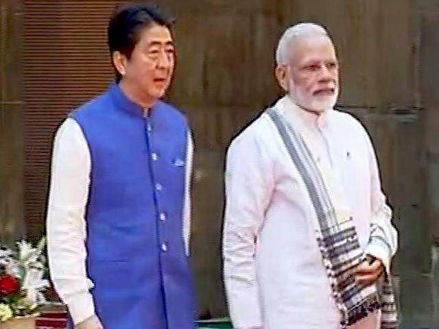 Videos : इंडिया 8 बजे: जापानी पीएम आए हैं, बुलेट ट्रेन लाए हैं