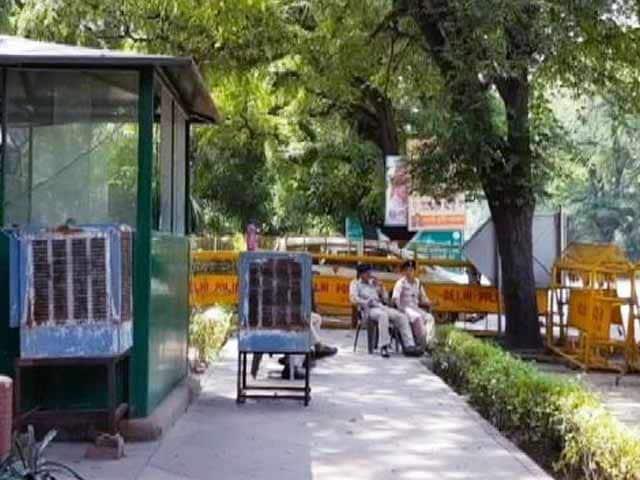 Videos : इंडिया 7 बजे: नरेन्द्र मोदी सरकार में बढ़ गए वीआईपी!