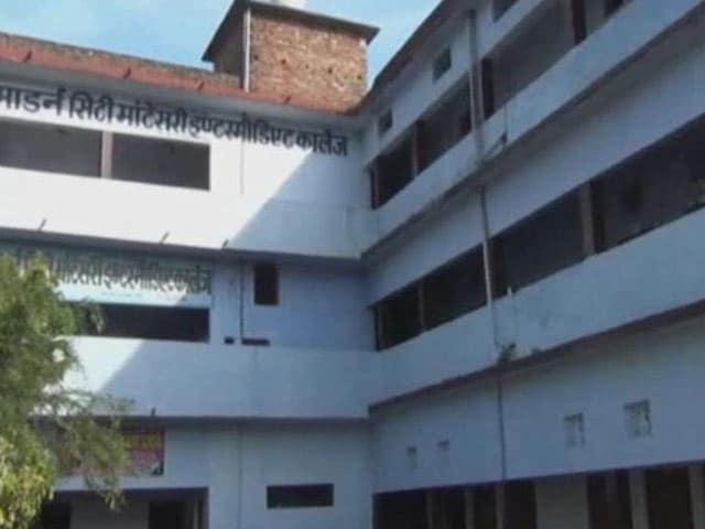 Video : देवरिया में स्कूली छात्रा की संदिग्ध परिस्थियों में मौत