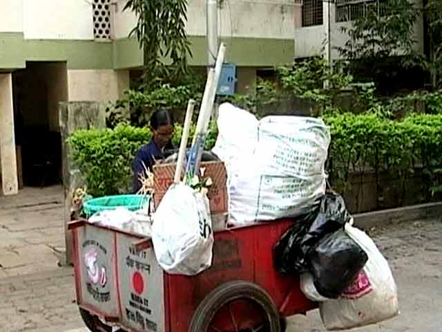 Video : How A Simple Red Dot On Your Menstrual Waste Can Change Life Of A Sanitation Worker