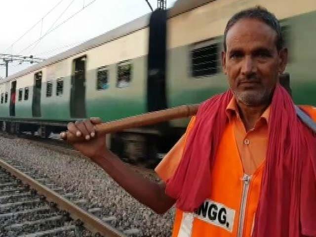 Video : ग्राउंड रिपोर्ट: कैसे लौटे पटरी पर रेल? ट्रेनों के बेपटरी होने का सिलसिला जारी