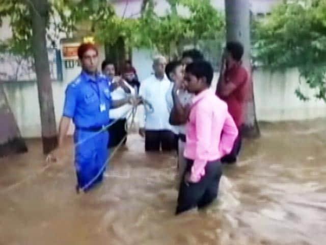 Video : इंडिया 8 बजे: बिहार के कहलगांव में सीएम नीतीश के उद्घाटन से पहले ही टूटा बांध