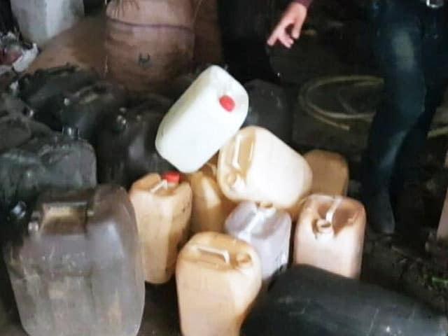 Videos : आजादपुर मंडी के पास से बरामद हुआ तेजाब, अदरख धोने में किया जाता था इस्तेमाल