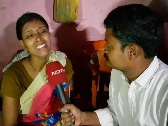 Videos : नोएडा : सीवर में सफाई के दौरान गंवाई जान, परिवार की सुध लेने वाला कोई नहीं