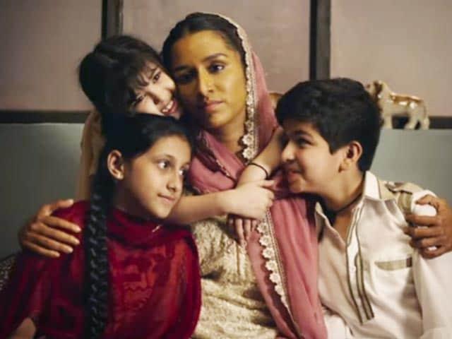 Videos : फिल्म रिव्यू: 'हसीना पारकर' की कहानी है कमजोर
