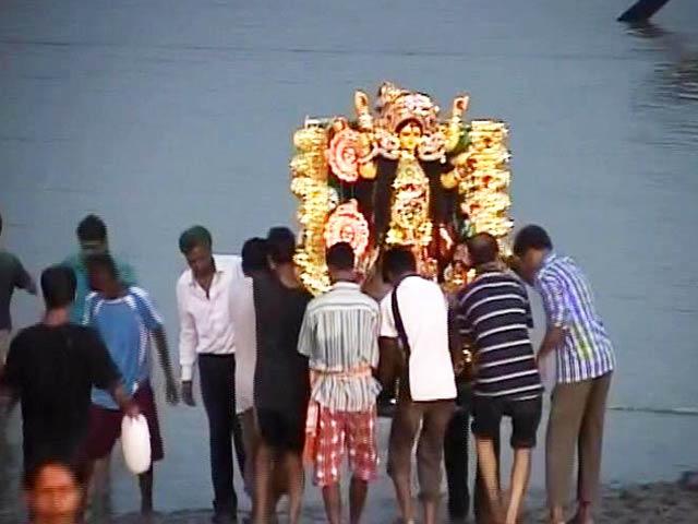 Videos : इंडिया 8 बजे: दुर्गा विसर्जन पर ममता बनर्जी का नया अड़ंगा