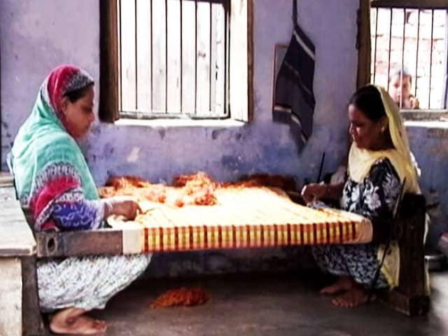Videos : हर जिंदगी है जरूरी: वाराणसी के महिला बुनकरों की दास्तां