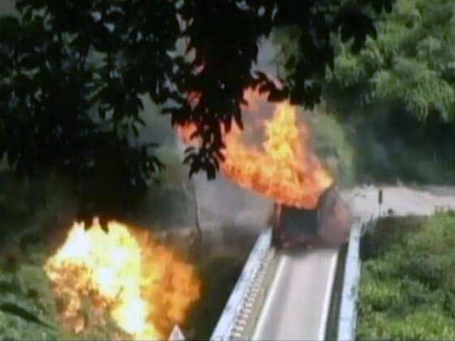 Videos : नैनीताल में गैस सिलेंडरों से भरे ट्रक में लगी आग