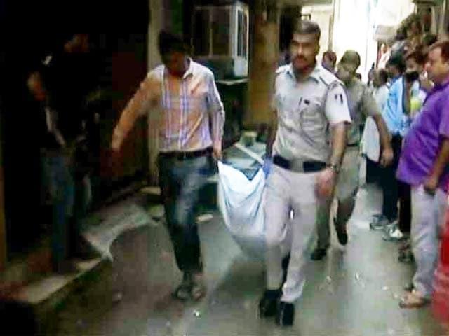 Video : दिल्ली: डबल मर्डर के आरोपी ने फांसी लगाकर दी जान