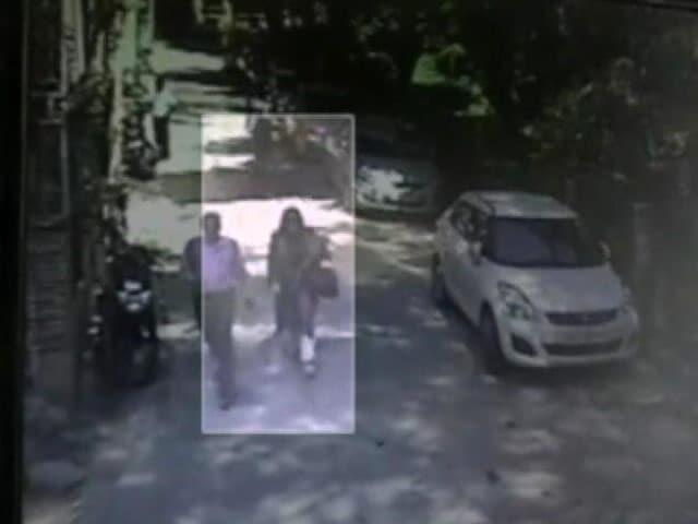 Videos : इंडिया 8 बजे: हनीप्रीत को नहीं मिली अग्रिम जमानत, दिल्ली हाईकोर्ट ने खारिज की याचिका