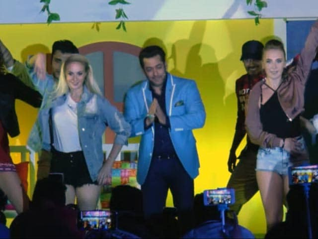 Video : Salman Khan Dances To <i>Oonchi Hai Building</i> At Bigg Boss 11 Launch