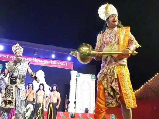 Videos : रामलीला में अंगद के किरदार में नजर आए बीजेपी नेता मनोज तिवारी