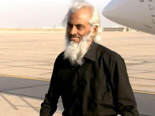 Video : आईएस के चंगुल से छूटे फादर टॉम भारत पहुंचे, प्रधानमंत्री से की मुलाकात