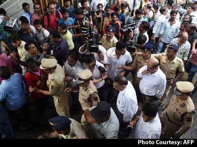 Video : 22 Dead, Many Injured In Stampede Near Mumbai's Elphinstone Station