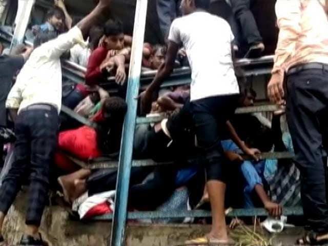 Video : एलफिंस्टन स्टेशन पर मची भगदड़ में अभी तक 22 लोगों की मौत, 20 से ज्यादा घायल