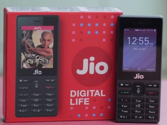 Video : जियो फोन इन कारणों से है 'स्मार्ट' फीचर फोन