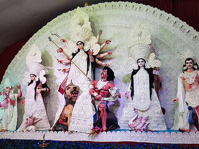 Video : Durga Idols Get Smaller, Puja Menus Slimmer: GST, Demonetisation Effect?