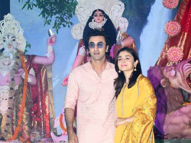 Video : Alia Bhatt & Ranbir Kapoor Celebrate Durga Puja