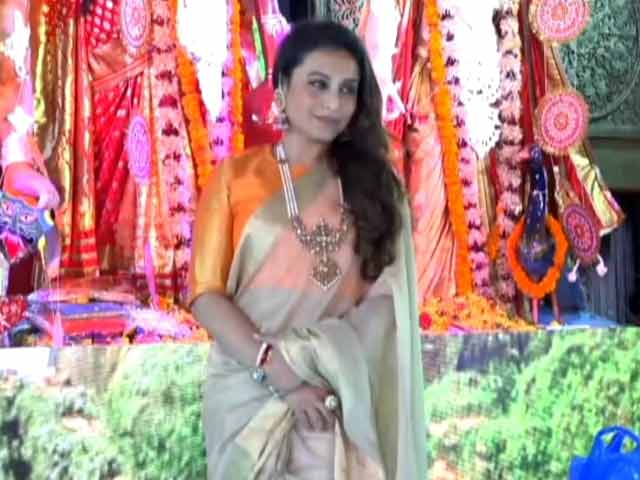 Video : Durga Puja 2017: Rani Mukerji Celebrates Mahanavmi