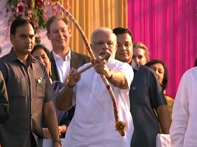 Videos : इंडिया 9 बजे: दिल्ली में श्री धार्मिक रामलीला कमेटी और लव कुश रामलीला कमेटी में रावण दहन