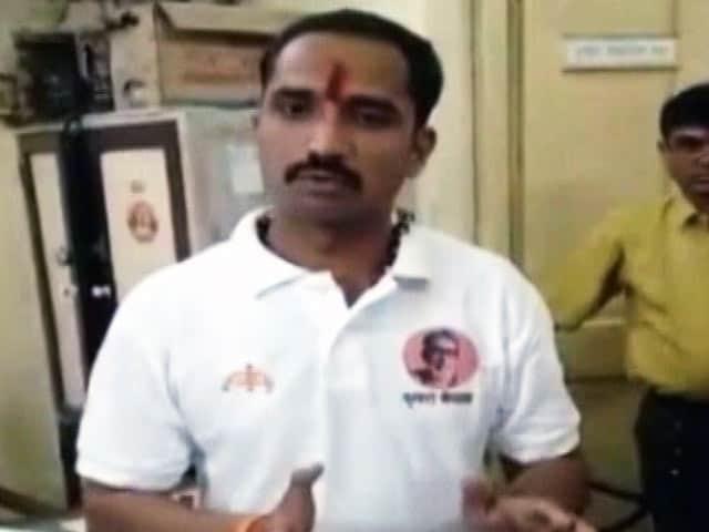 Videos : केईएम अस्पताल में शिवसेना कार्यकर्ता ने की डॉक्टर के साथ बदसलूकी