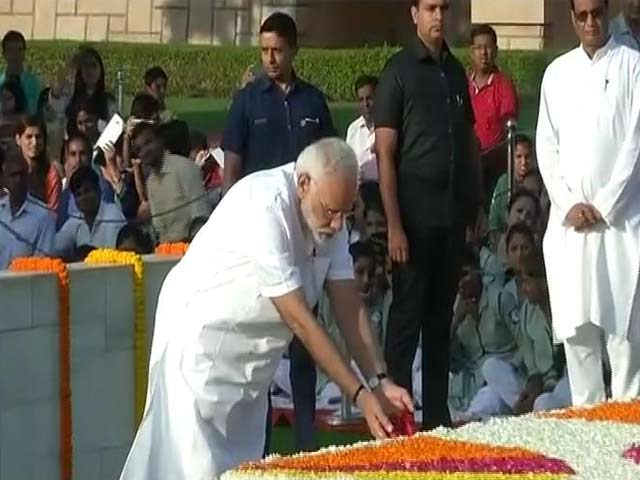 Video : राजघाट पर पीएम मोदी ने राष्ट्रपिता महात्मा गांधी को दी श्रद्धांजलि