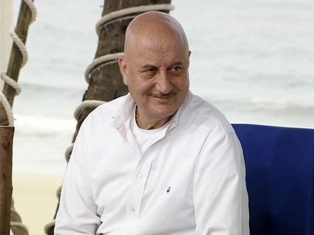 Video : Anupam Kher Urges People To Participate In #Mere10Guz