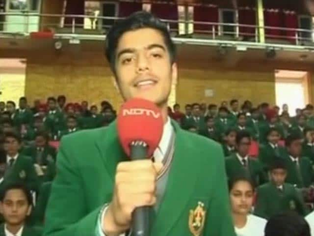 Video : A Young Student Left Amitabh Bachchan Impressed With His Inspirational Poem