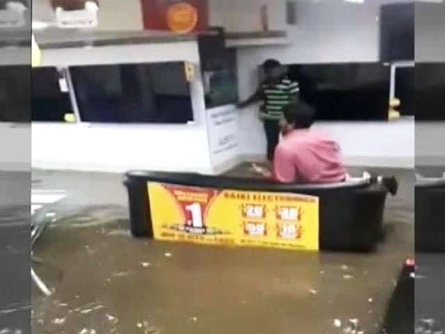 Video : हैदराबाद में भारी बारिश से हालात खराब, कई लोगों की मौत की खबर