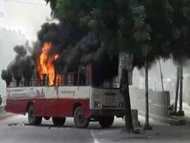 Video : Violence In Allahabad, Buses Set On Fire After BSP Leader's Killing