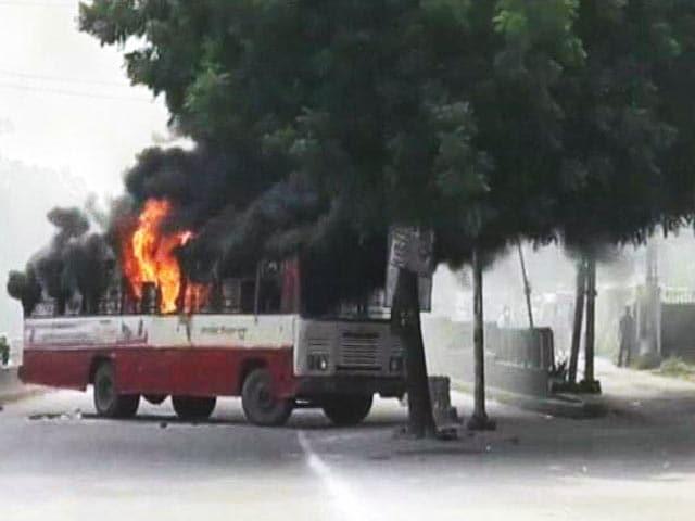 Video : इलाहाबाद में बीएसपी नेता की हत्या के बाद बवाल