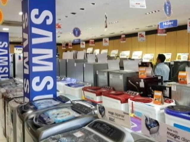 Videos : त्योहार के मौसम में बेरंग हुआ बाज़ार, दुकानदारों को है ग्राहकों का इंतजार
