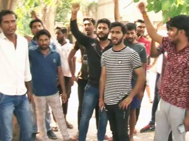 Video : मुठभेड़ में मारे गए बदमाश सुमित के परिवार ने यूपी पुलिस पर लगाए गंभीर आरोप