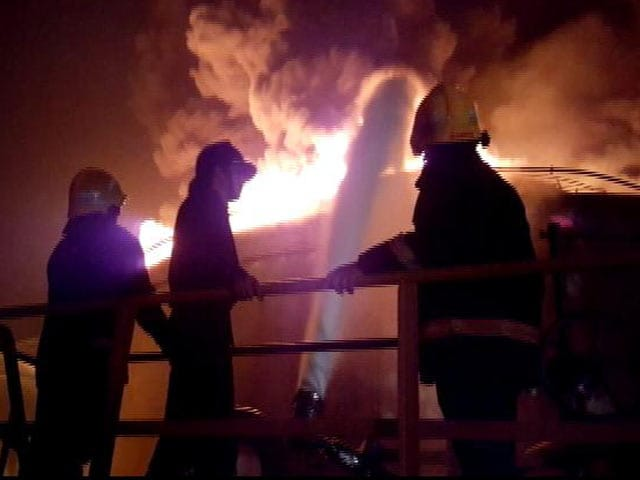 Videos : मुंबई के बुचर आईलैंड पर तेल टैंक में लगी भीषण आग