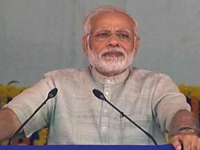 Video : दो दिन के गुजरात दौरे पर प्रधानमंत्री नरेंद्र मोदी, राजकोट में रखी एयरपोर्ट की नींव