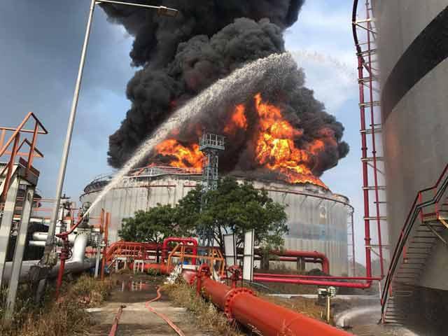 Video : इंडिया 9 बजे: मुंबई के बुचर आइलैंड में 26 घंटों से लगी आग बुझाने का काम जारी