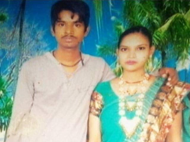 Videos : मनचलों की हरकत से परेशान पति-पत्नी ने की खुदकुशी