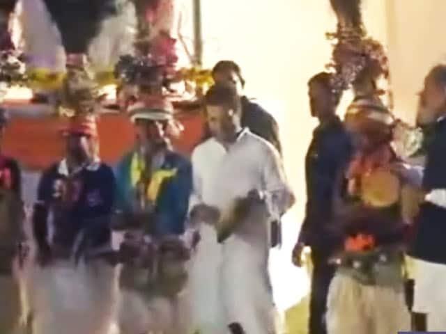 Video : दाहोद में कीर्तन में ताली बजाते दिखे राहुल गांधी