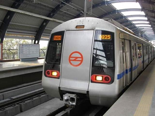 Video : मेट्रो किराए पर सियासी कुश्ती, पार्टियों में लगी मुद्दे को कैश कराने की होड़