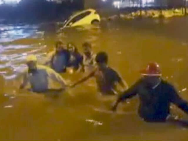Videos : बेंगलुरु में भारी बारिश में पांच की मौत