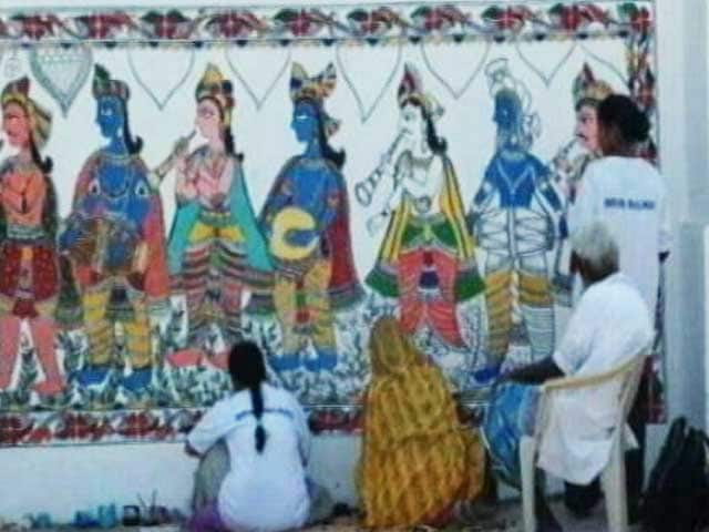 Videos : मधुबनी में दुनिया की सबसे बड़ी पेंटिंग बनाने का दावा